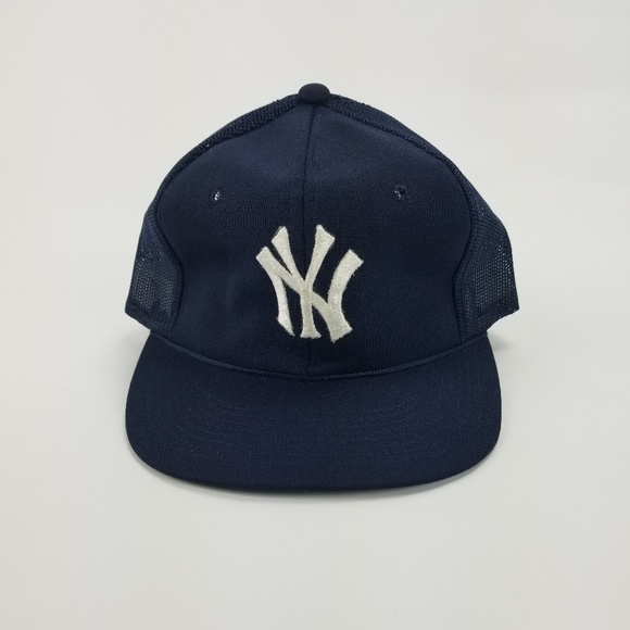 Vintage New York Yankees Snapback Mesh Trucker Hat.  M 5ad02b8d3316275977ef45a8 c8079a543aa